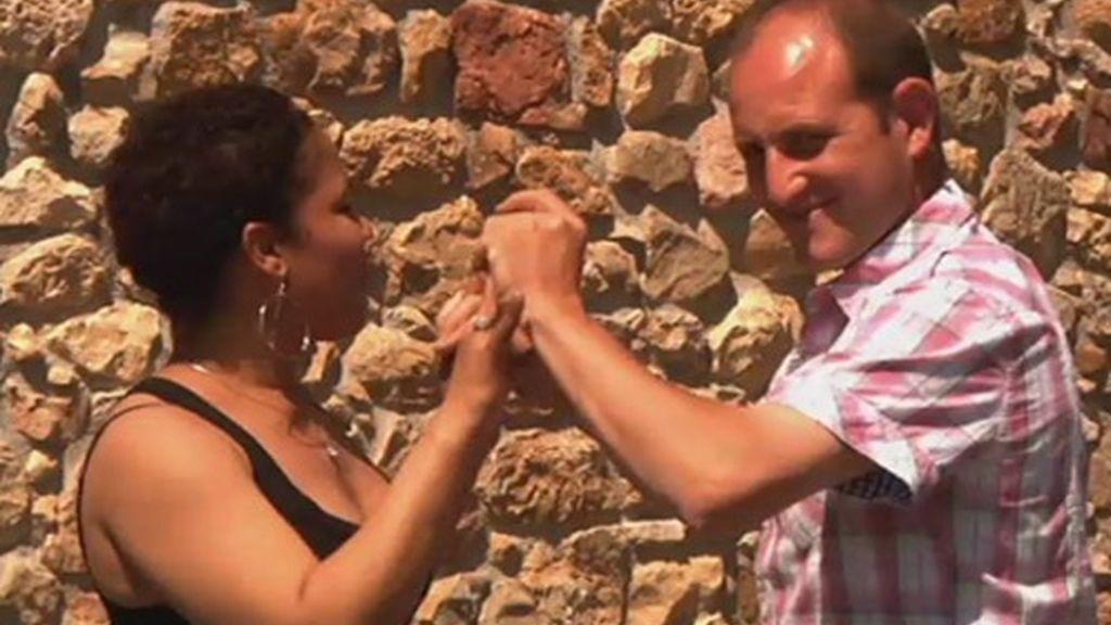La gras afición de Melendi es el baile. Le encantan los ritmos latinos, y sobre todo los que impliquen contacto físico con las mujeres
