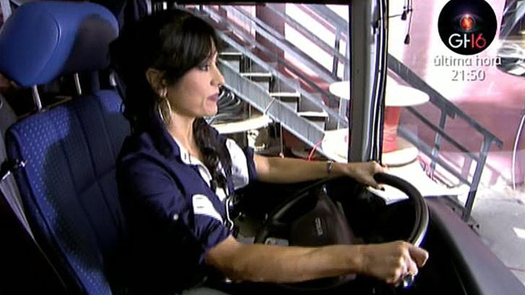 Maite Galdeano llega en autobús a 'Sálvame'