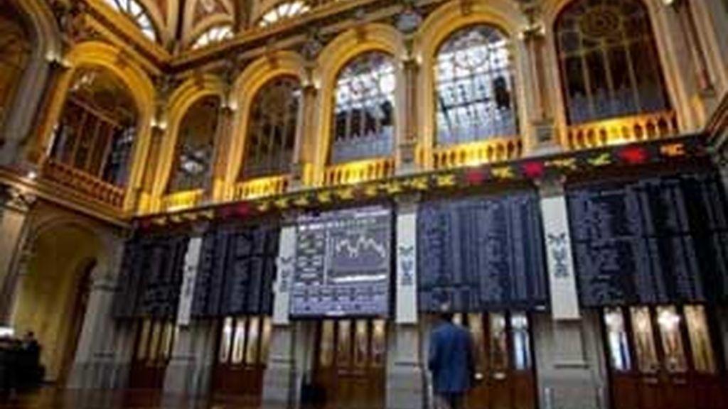 El parqué madrileño cayó la semana pasada un 10 %. FOTO: AP