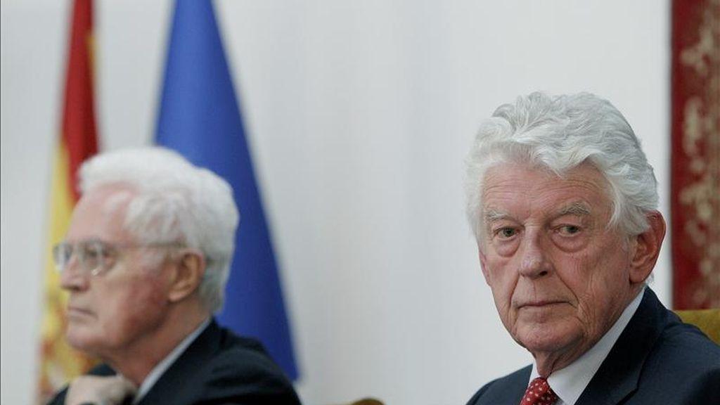 """Los ex primer ministros de Paises Bajos, Wim Kok (d) y de Francia, Lionel Jospin, durante el debate abierto """"Cambios en el Mundo Árabe: ¿Revoluciones hacia la Democracia?"""" en """"El Club de Madrid"""". EFE"""