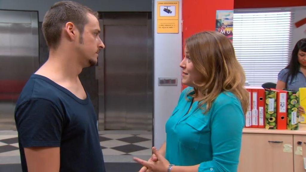 El agente Alonso, preocupado por la seguridad de Lucía