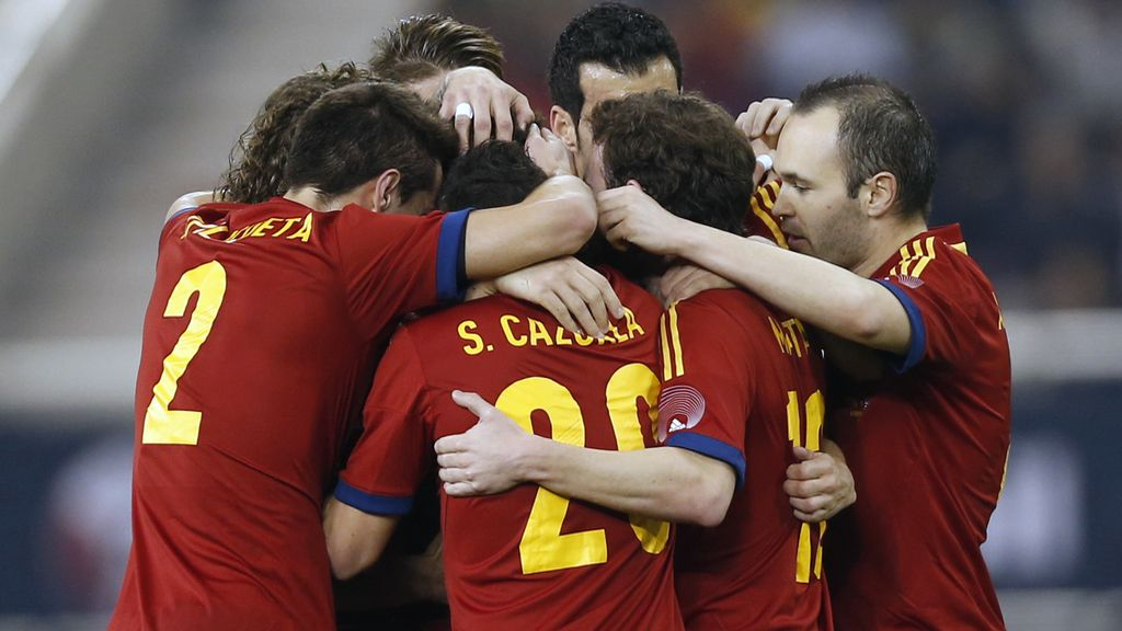 La Roja celebra el gol de Fábregas ante Uruguay
