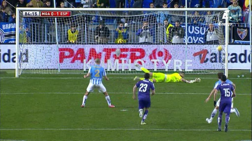 Casilla adivina el lanzamiento de Amrabat y detiene el penalti cometido por Colotto