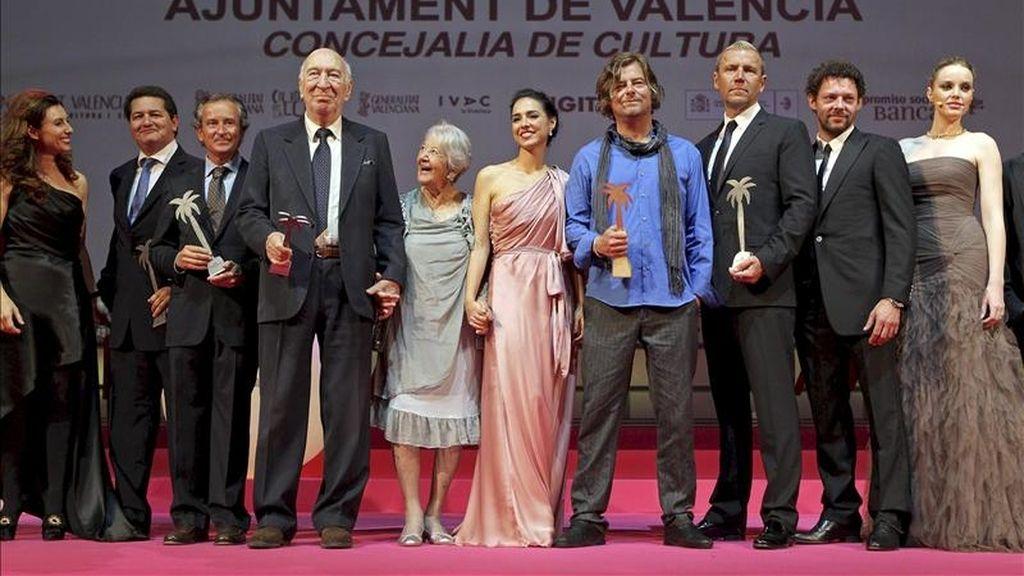 Premiados y galardonados en la 32 Mostra de Valencia, a la finalización de la gala celebrada esta noche en la capital del Turia. EFE