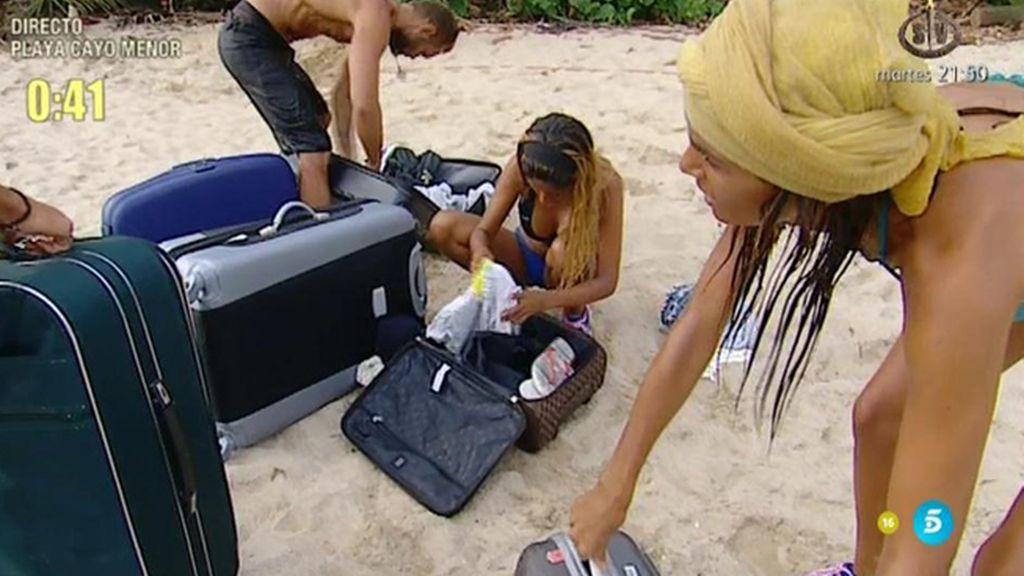 ¡Los supervivientes reciben sus maletas!