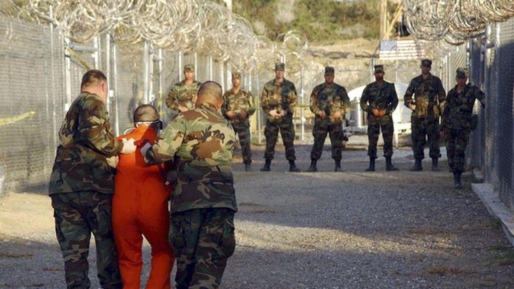 Presos en la prisión de Guantánamo. Foto: Reuters