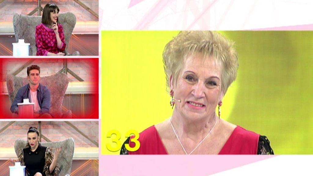 María Luisa es una bisabuela coqueta que adora las minifaldas
