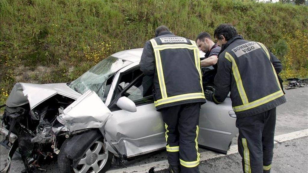 Un accidente frontal Redondela en el que resultaron heridos dos niños el pasado mes de marzo. EFE/Archivo
