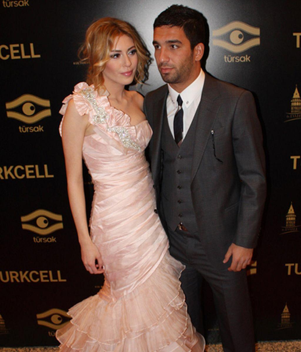 Sinem Kobal y Arda Turan