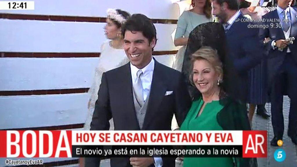 La llegada de Cayetano Rivera a la Iglesia, en el día de su boda con Eva González