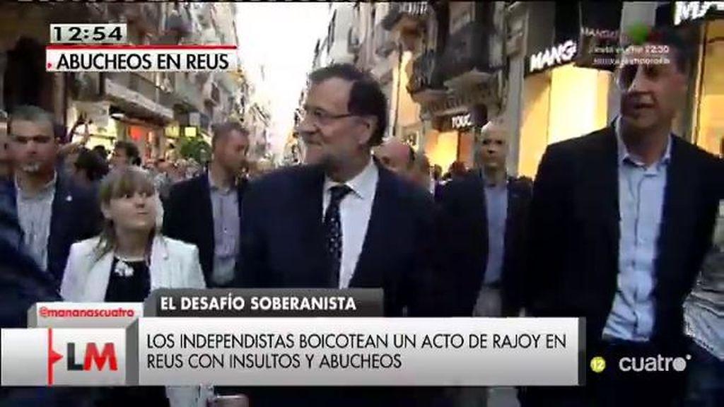 Rajoy y Albiol interrumpen un paseo en Reus por abucheos de independentistas