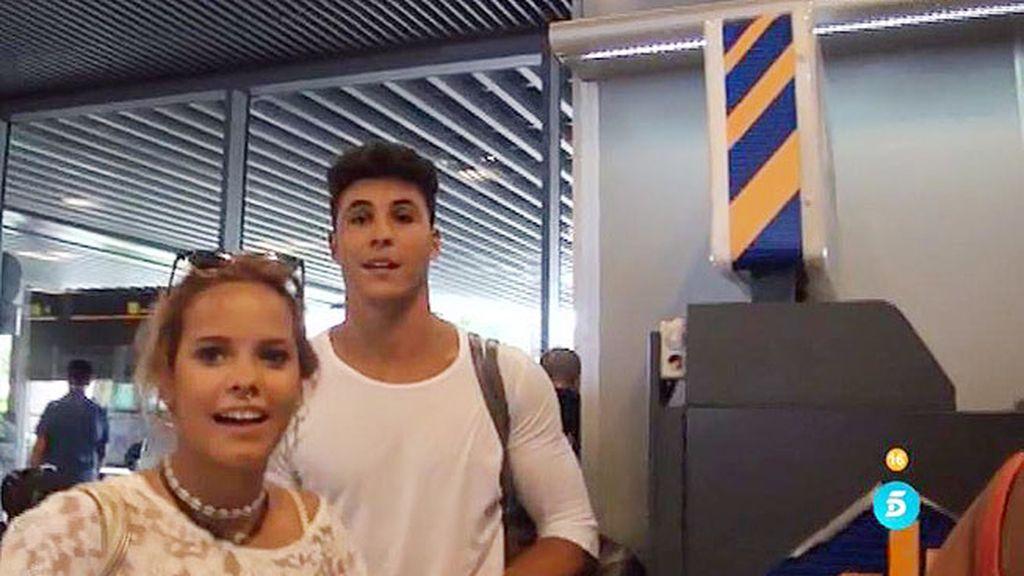Gloria Camila y Kiko, ¡pillados en el aeropuerto a su llegada de las vacaciones!