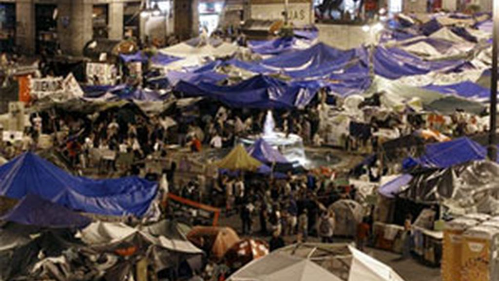 El campamento de la Puerta del Sol se mantiene. Vídeo: Informativos Telecinco