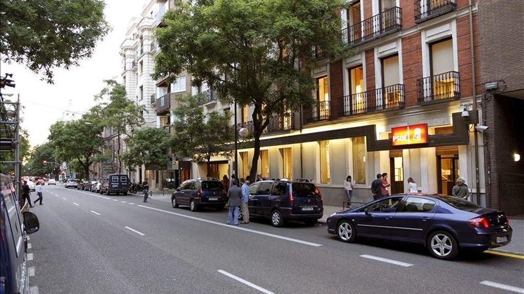 Vista de los alrededores de la sede del PSOE en la calle Ferraz de Madrid, donde los dirigentes socialistas siguen el desarrollo de las elecciones municipales y autonómicas. EFE