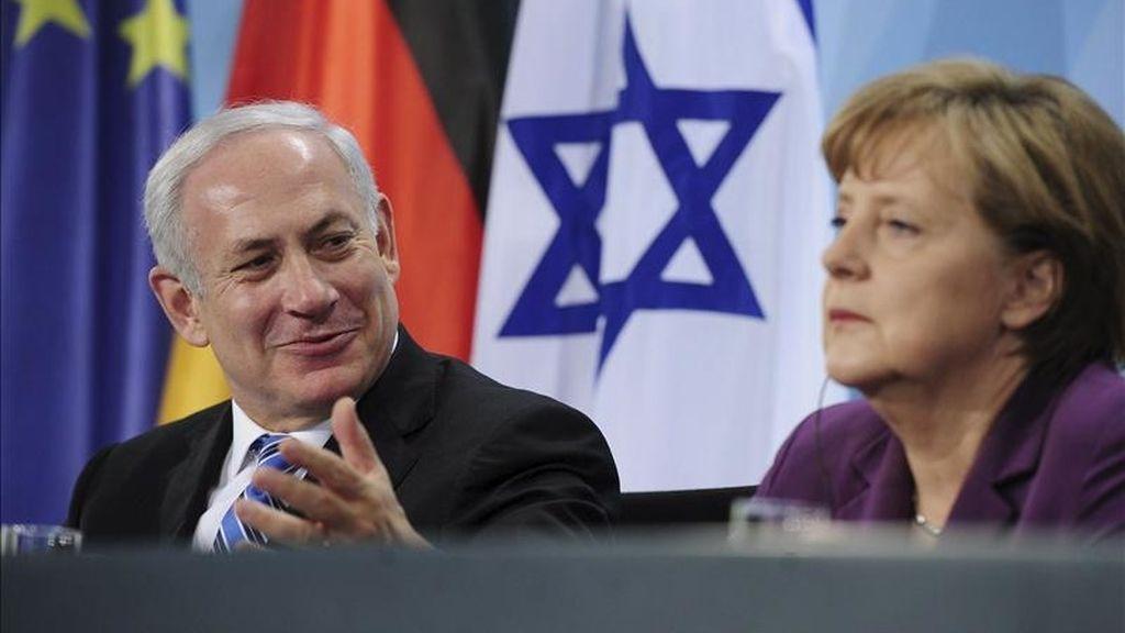 La canciller alemana, Angela Merkel, y el primer ministro israelí, Benjamín Netanyahu, intervienen en una rueda de prensa en la Cancillería de Berlín, Alemania. EFE
