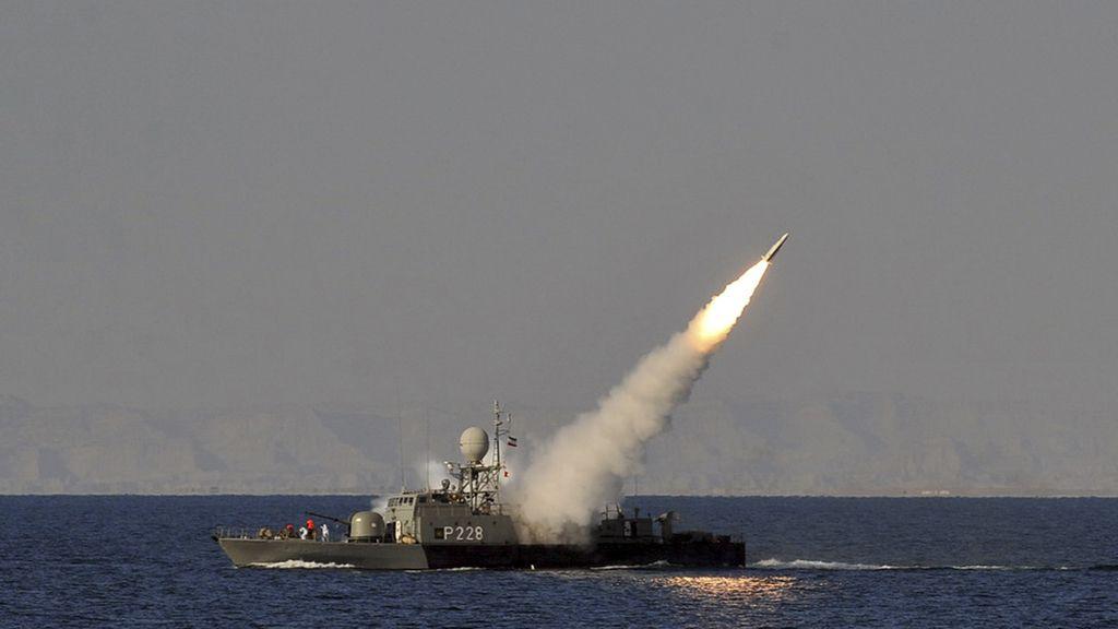 Irán pruebas nuevos misiles en maniobras navales que lleva a cabo en el Golfo Pérsico