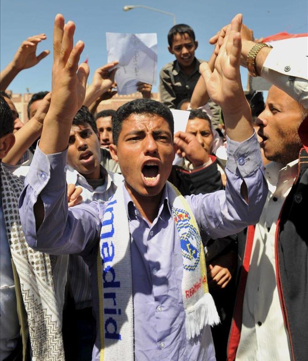 """""""Creo que eso ayuda mucho a explicar lo que ha ocurrido recientemente en Oriente Medio"""", afirmó Nigel Roberts, co-director del informe. En la imagen, yemeníes se manifiestan contra el gobierno, en Saná, Yemen. EFE/Archivo"""