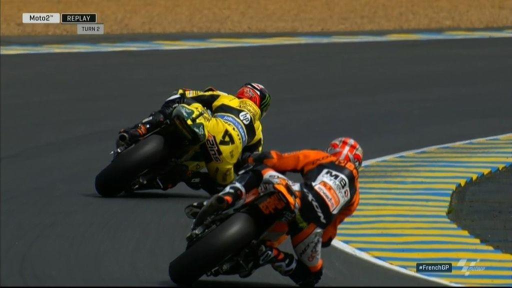 Álex Rins vence el mano a mano a Corsi para ponerse líder del Mundial de Moto2