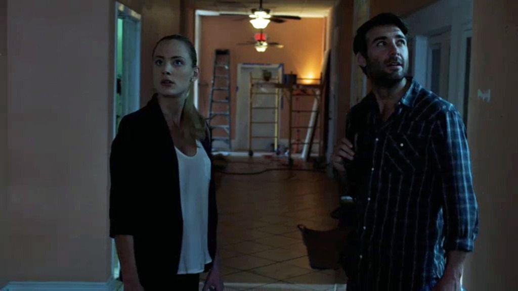 Jakcson y Chloe llegan al hotel plagado de ratas