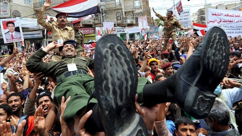 Opositores yemeníes se manifiestan contra el presidente Ali Abdalá Saleh, en Saná hoy. EFE