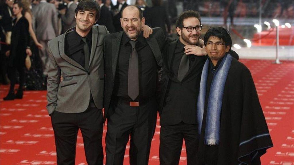 """El equipo de la película """"También la lluvia"""", Pau Cólera, Karra Elejalde, Carlos Santos y Juan Carlos Aduviri (d-i). EFE/Archivo"""