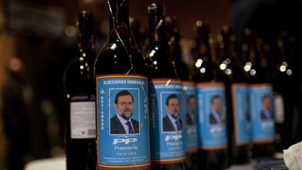 Botellas de vino con el logo de Mariano Rajoy