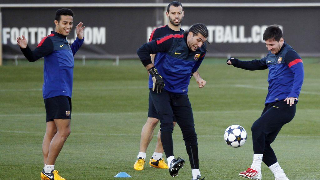 Lionel Messi, Pinto, Thiago Alcantara y Javier Mascherano en el entrenamiento previo al partido de Champions ante el Milan