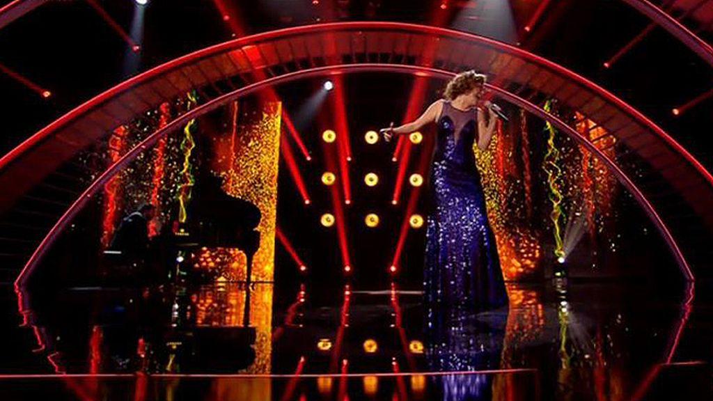 Cristina deja a un lado la ópera e impresiona con 'Who wants to live forever'