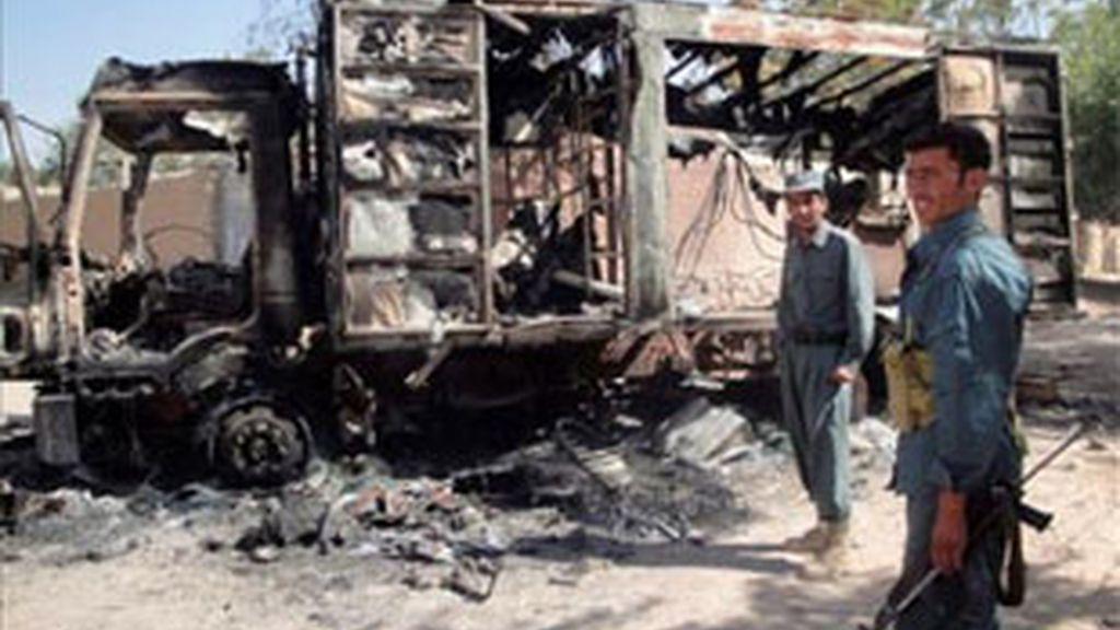 Imagen del atentado en el que murieron dos militares españoles en agosto de 2010. Foto: EFE