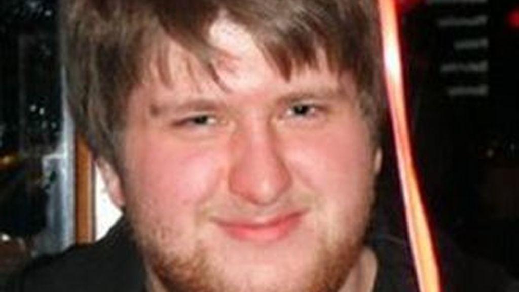 El joven británico de 20 años falleció recientemente de una trombosis venosa después de dedicar 12 horas dias a los videojuegos. Foto NYDailyNews