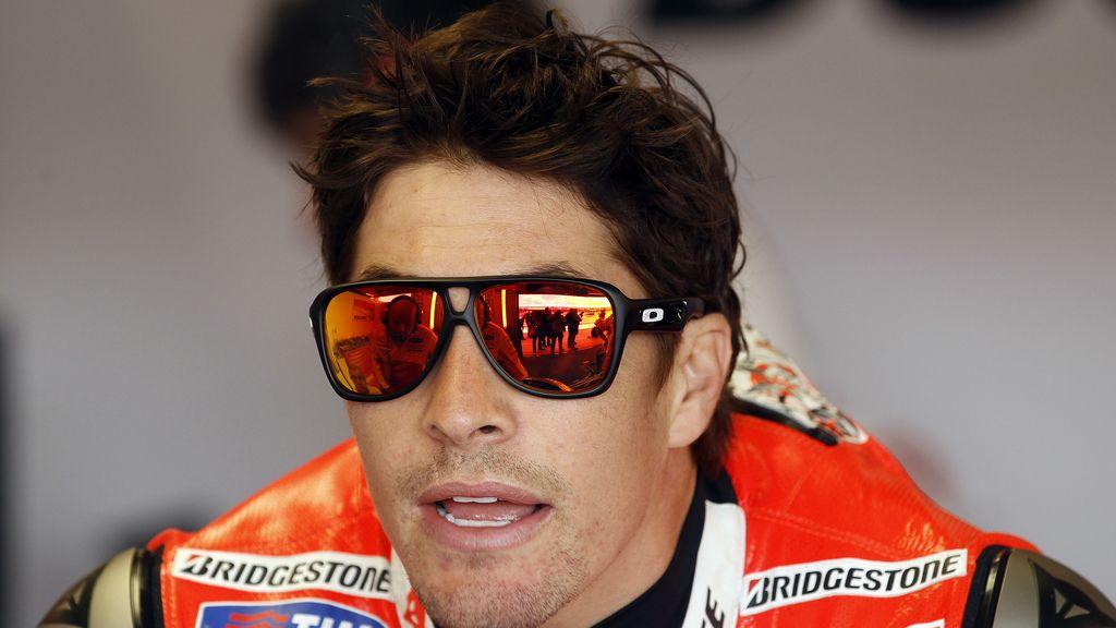 Nicky Hayden estrena gafas de sol en el GP de Gran Bretaña