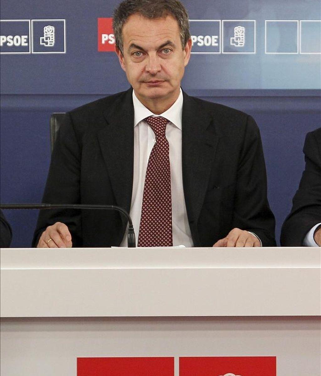 El presidente del Gobierno y secretario general del PSOE, José Luis Rodríguez Zapatero, al comienzo de la reunión de la Comisión Ejecutiva Federal de los socialistas. EFE