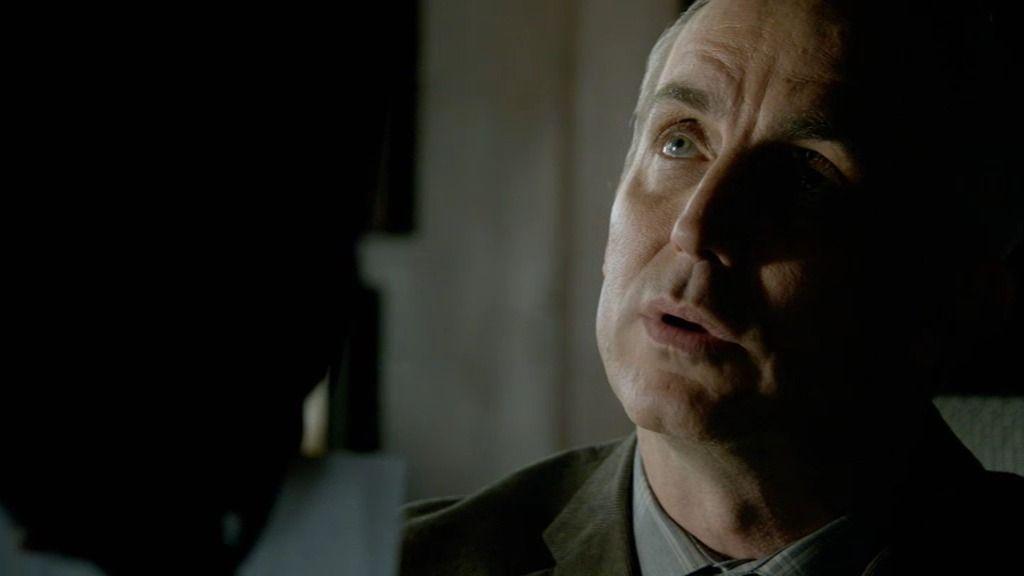Castle reconoce al asesino de la máscara 30 años después por su voz