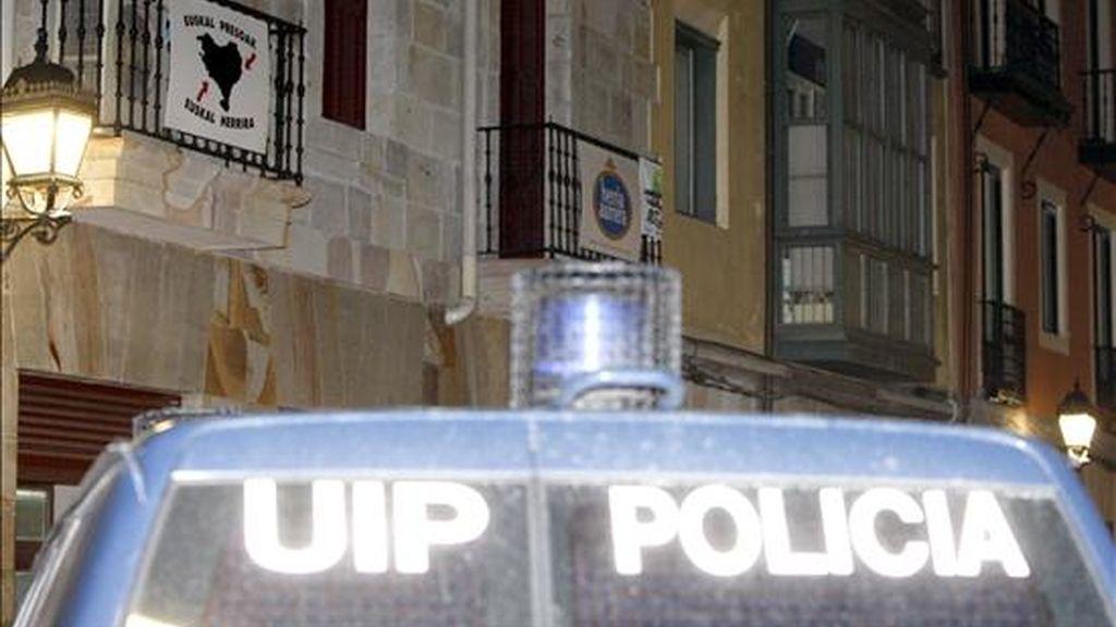 En la imagen, un coche de la Policia Nacional. EFE/Archivo