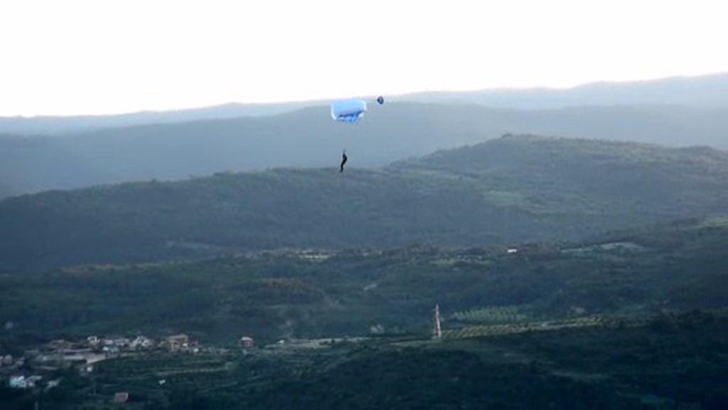 ¡Impresionante! Carlos Suárez sobrevuela Los Mallos de Riglos con su paracaídas