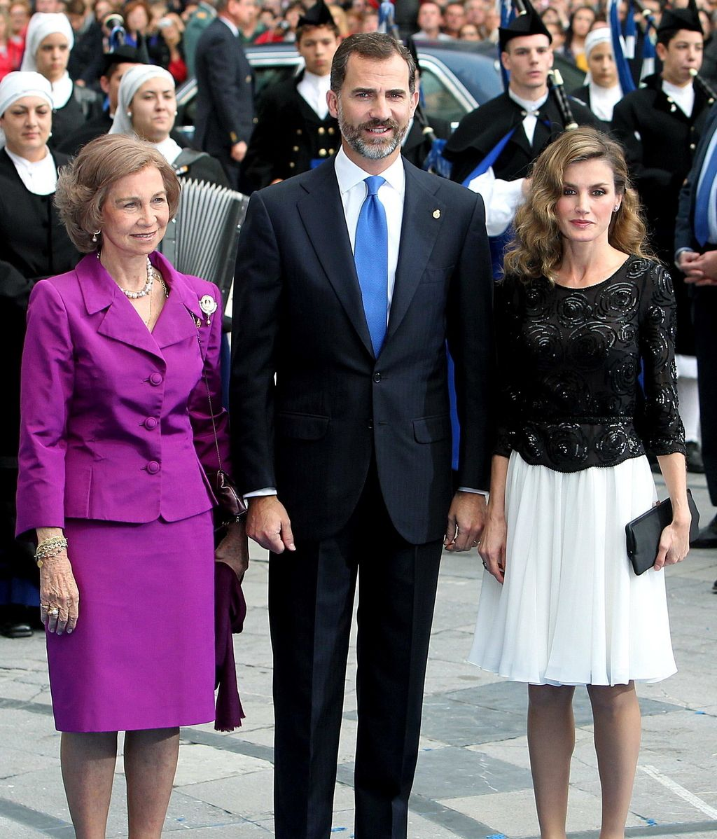 Los príncipes de Asturias y la Reina tras la entrega de premios
