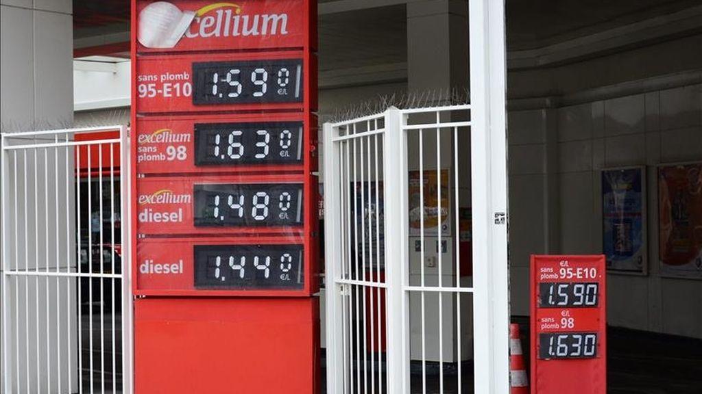 Precios de la gasolina y el diesel en una estación de servicio. EFE/Archivo