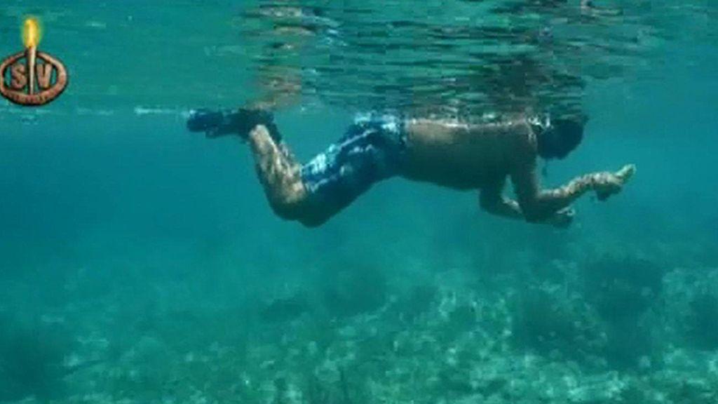 Momento histórico: Rafa intenta pescar