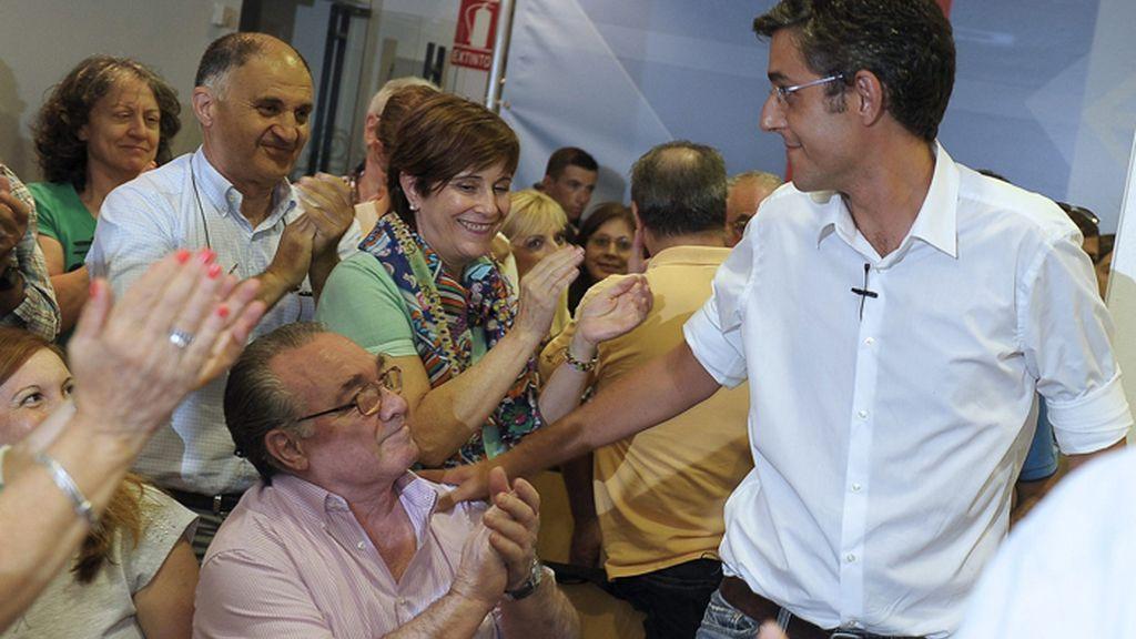 Eduardo Madina se reúne con militantes del PSN en Pamplona