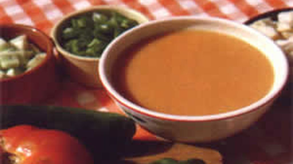 Los expertos recomiendan que el gazpacho se prepare inmediatamente antes de su consumo. Foto: EFE/Archivo.
