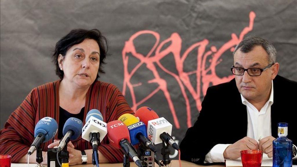 La directora de la Semana de Música Religiosa de Cuenca, Pilar Tomás, y el gerente, Vicente Fernández, durante la presentación esta mañana de la quincuagésima edición del festival. EFE