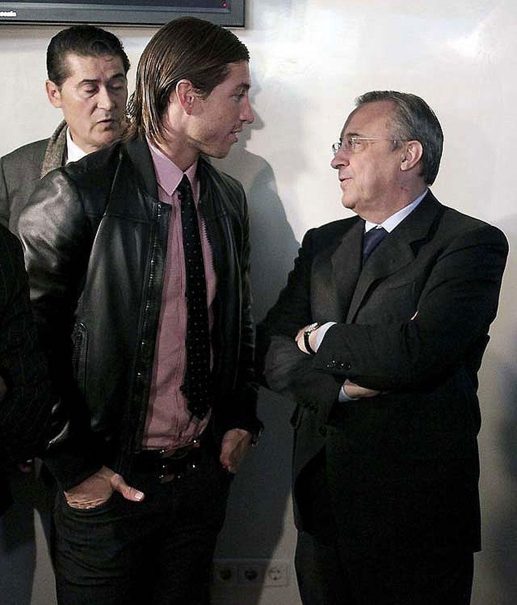 Sergio Ramos charla con Florentino Pérez en una imagen de archivo