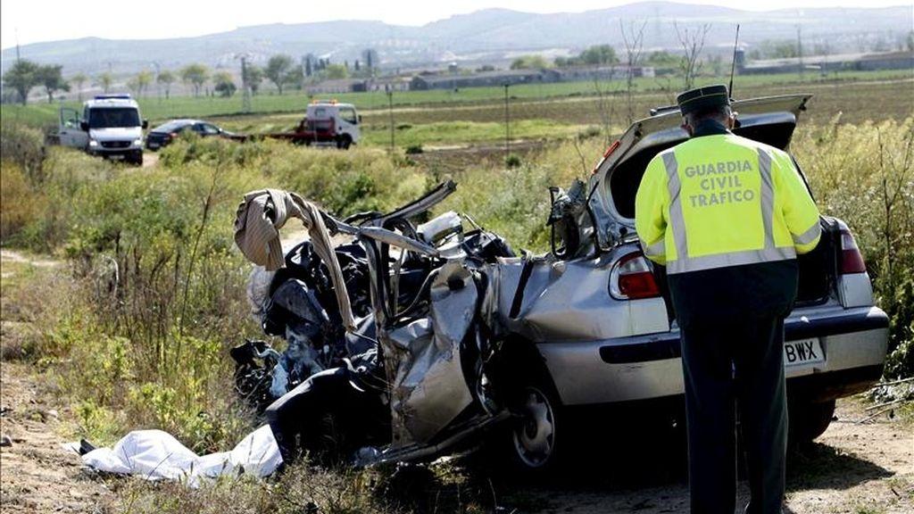 El número de fallecidos en las carreteras españolas desde el inicio de la operación especial de Semana Santa -el viernes a las 15.00 horas- se ha elevado a once personas, según los datos facilitados por la DGT hasta las 20.00 horas de hoy. EFE/Archivo