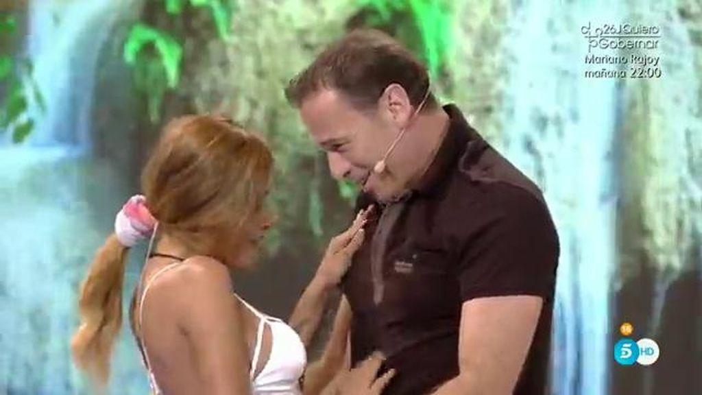 Carlos Lozano sorprende a Miriam durante la entrevista en plató