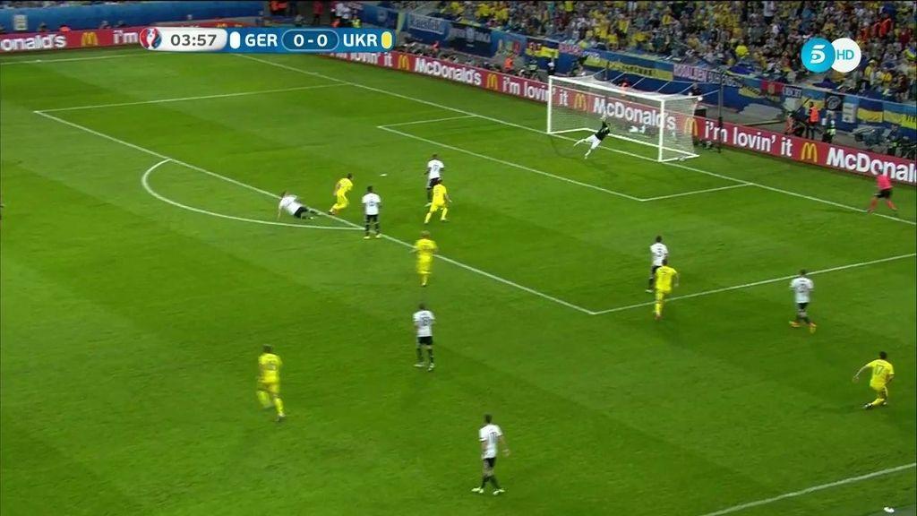¡Paradón de Neuer a Konoplyanka! Le pegó desde lejos en la primera ocasión de Ucrania
