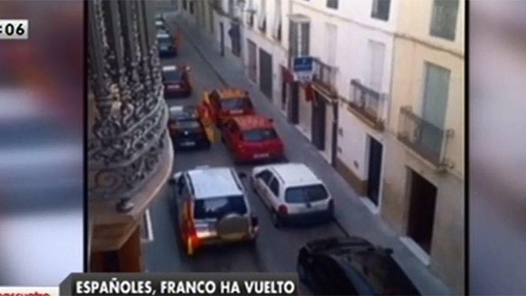Una caravana de banderas franquistas recorre las calles de Lucena