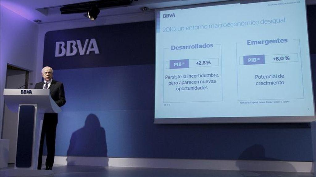 El presidente del BBVA, Francisco González, durante la rueda de prensa de esta semana en la que explicó los resultados del Grupo correspondientes al ejercicio 2010, en el que obtuvo un beneficio neto de 4.606 millones de euros. EFE