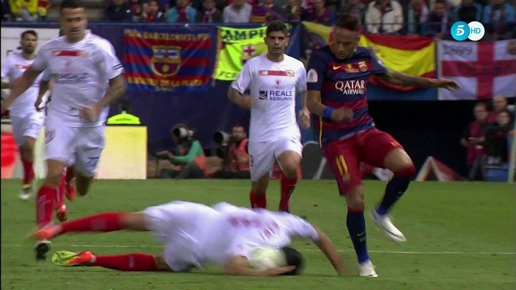 Rami se tira de cabeza para cortar una jugada de Neymar por la banda