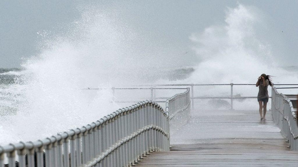 El huracán 'Sandy' se debilita ligeramente