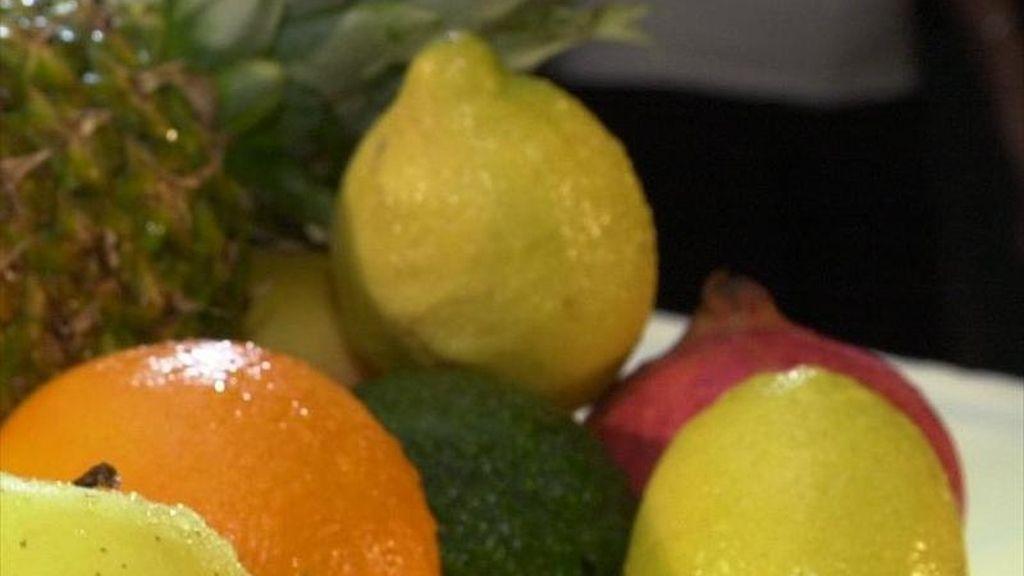 Bodegón con frutas, con piña, plátanos, limones y  naranjas. EFE/Archivo